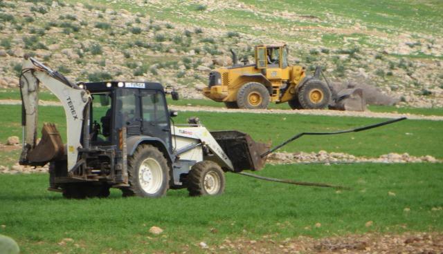 L'armée d'occupation israélienne détruit la source en eau potable de la communauté bédouine de AL HADIDIYA